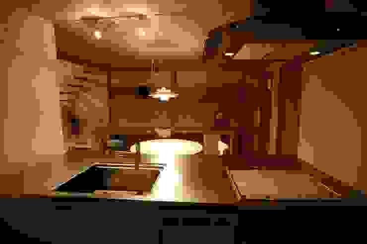 Nhà bếp phong cách Bắc Âu bởi 株式会社高野設計工房 Bắc Âu