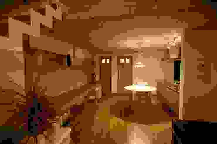 Phòng ăn phong cách Bắc Âu bởi 株式会社高野設計工房 Bắc Âu
