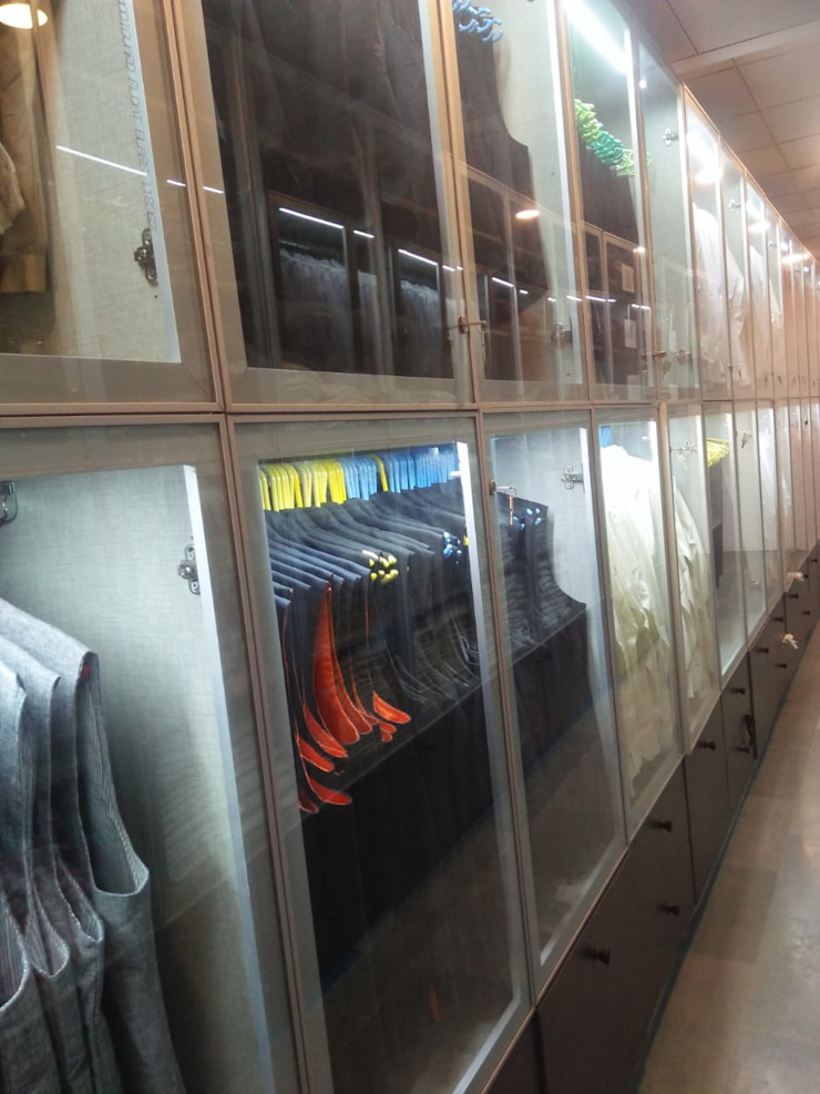 Coat display Grey-Woods Office spaces & stores Glass Grey