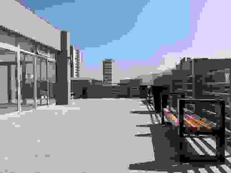 Mirador azotea Balcones y terrazas clásicos de Yañez y Muñoz Arquitectos Clásico Concreto