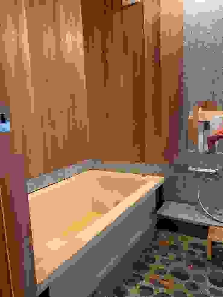 Salle de bain asiatique par 株式会社高野設計工房 Asiatique