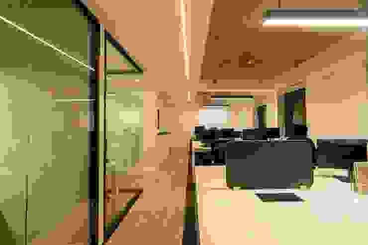 Area de Trabajo Colaborativo: Oficinas y tiendas de estilo  por SUMATORIA,