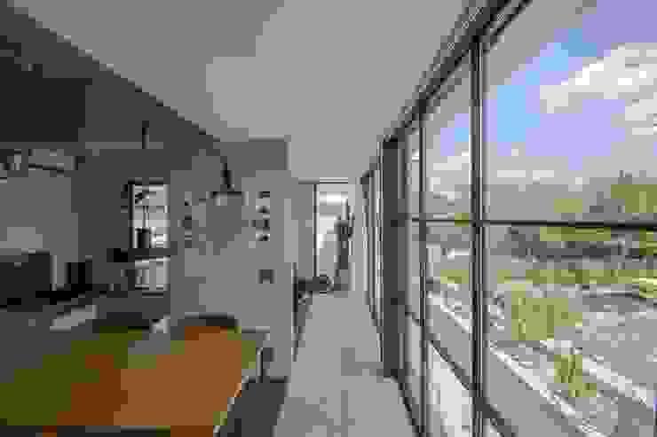 CO2WORKS Moderner Flur, Diele & Treppenhaus Fliesen Grau