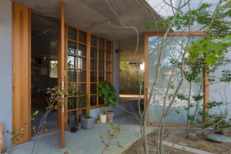 CO2WORKS Moderner Flur, Diele & Treppenhaus