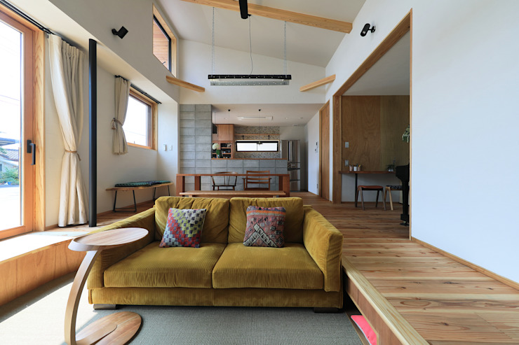 Modern living room by ㈱ライフ建築設計事務所 Modern Wood Wood effect