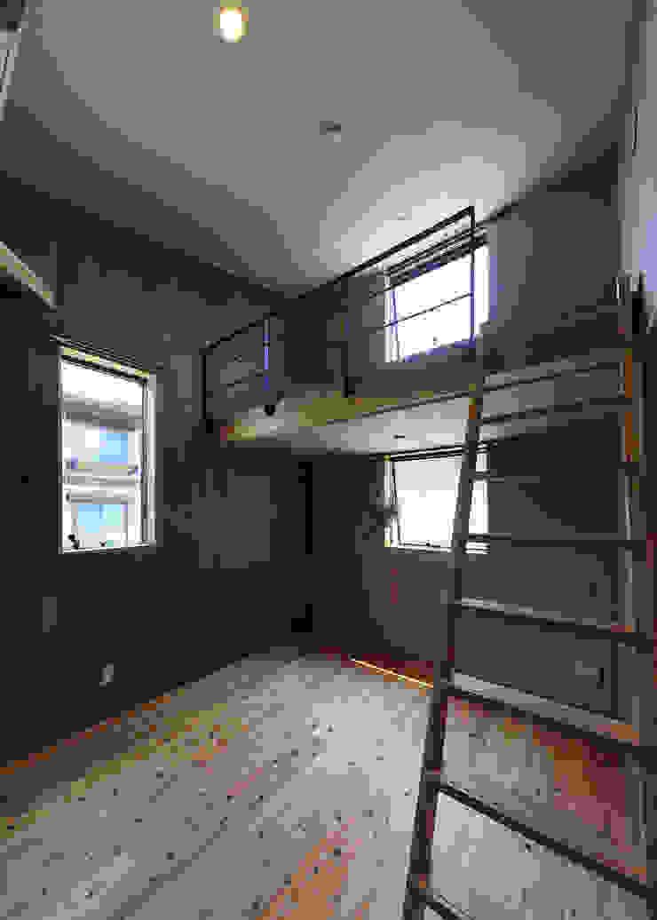 Modern Kid's Room by ㈱ライフ建築設計事務所 Modern Wood Wood effect