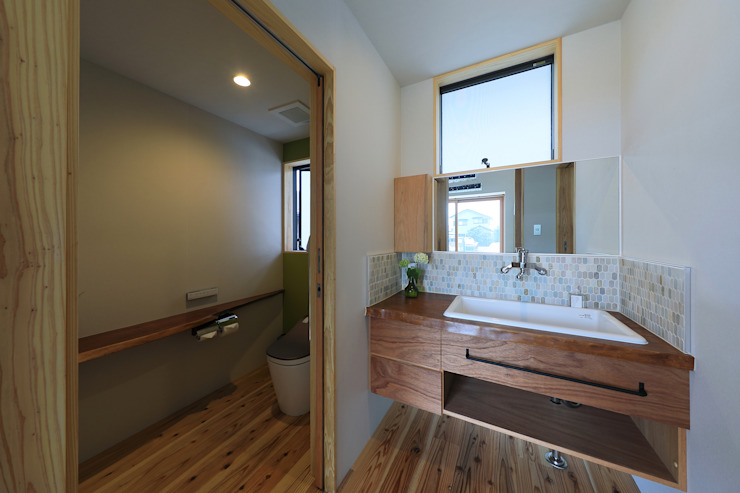 by ㈱ライフ建築設計事務所 Modern Wood Wood effect