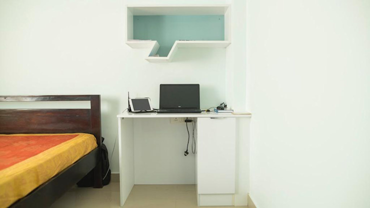 Study Area in the Bedroom:  Study/office by Dream Touch ,