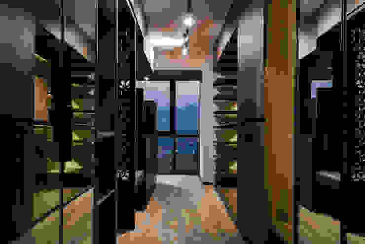DESPUÉS / Walk in closet en recámapra principal Vestidores modernos de Maquiladora de Muebles Moderno