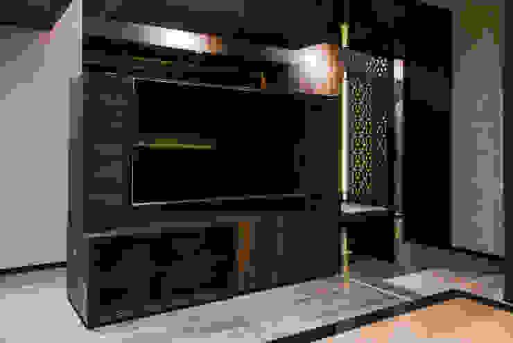 DESPUÉS / Detalle de acceso a walik in closet Dormitorios modernos de Maquiladora de Muebles Moderno