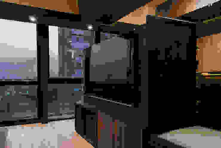 DESPUÉS / Detalle centro de entretenimiento Dormitorios modernos de Maquiladora de Muebles Moderno