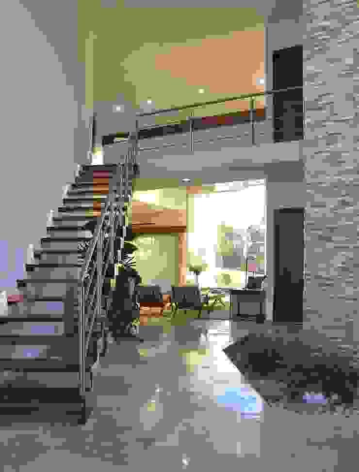 Casa Vista Lagos de Excelencia en Diseño Moderno Madera Acabado en madera