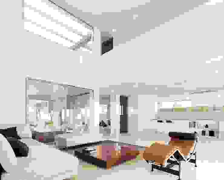 Salón Livings de estilo moderno de Otto Medem Arquitecto vanguardista en Madrid Moderno