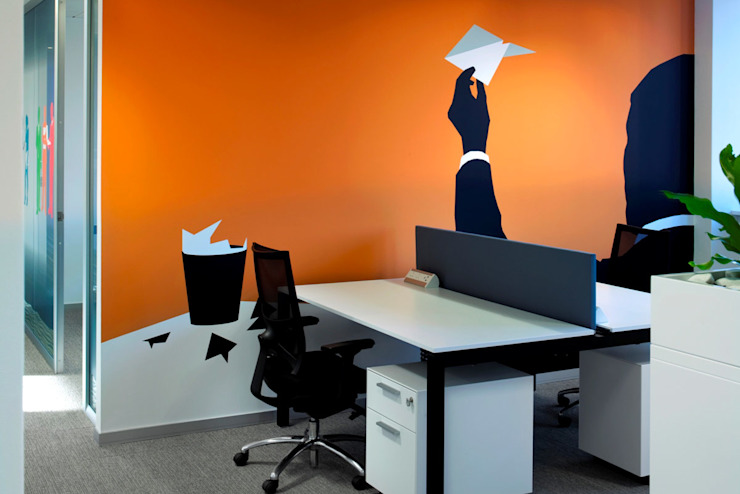 Scrivanie operative: Studio in stile  di DIVISIONE UFFICIO SAS,