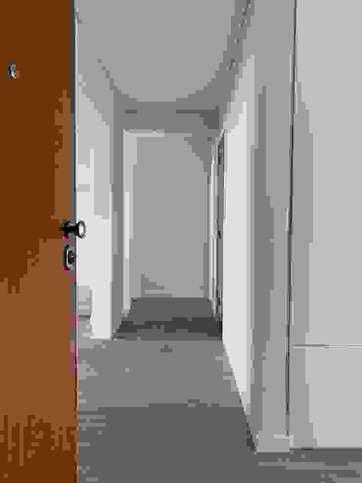 CSR Ingresso, Corridoio & Scale in stile moderno