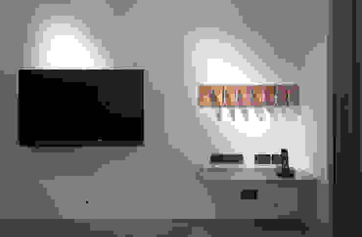 Modern walls & floors by 形構設計 Morpho-Design Modern