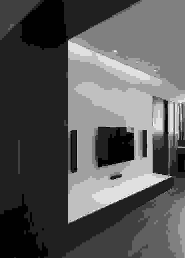 Dinding & Lantai Modern Oleh 形構設計 Morpho-Design Modern
