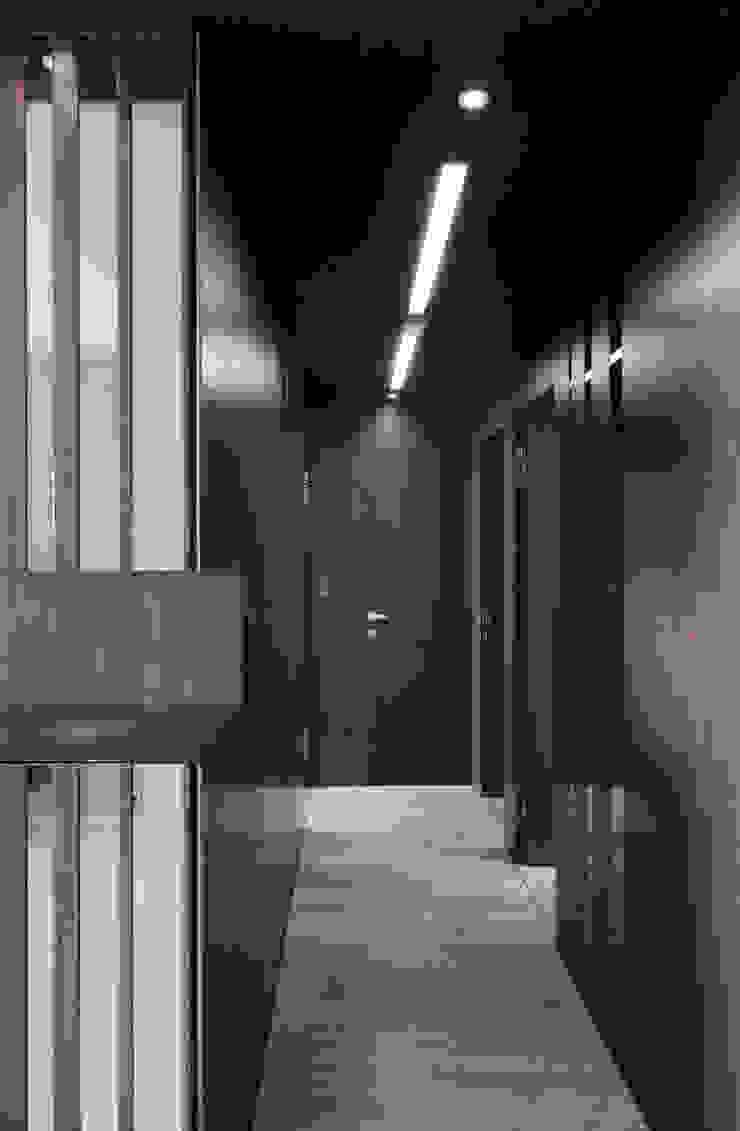 合雄涵悅 現代風玄關、走廊與階梯 根據 形構設計 Morpho-Design 現代風