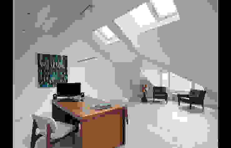 Ruang Studi/Kantor Gaya Country Oleh 形構設計 Morpho-Design Country