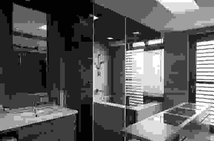 Modern Bathroom by 形構設計 Morpho-Design Modern