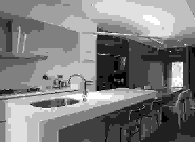 童話森林 現代廚房設計點子、靈感&圖片 根據 形構設計 Morpho-Design 現代風