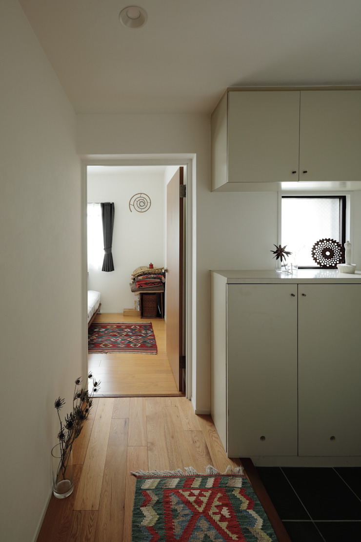 藤森大作建築設計事務所 Scandinavian style corridor, hallway& stairs Wood White