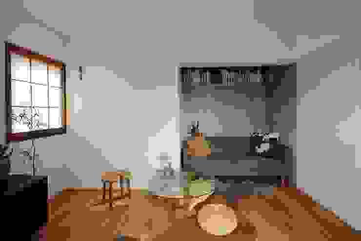 藤森大作建築設計事務所 Living room Concrete White