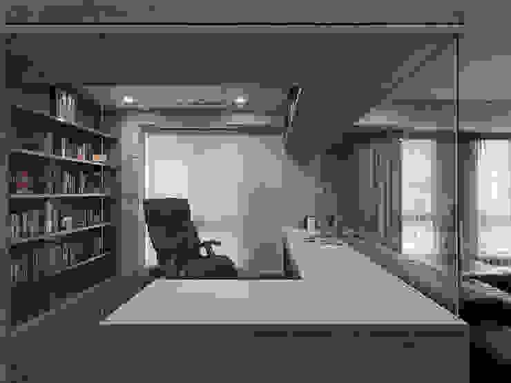 Ruang Studi/Kantor Modern Oleh 形構設計 Morpho-Design Modern