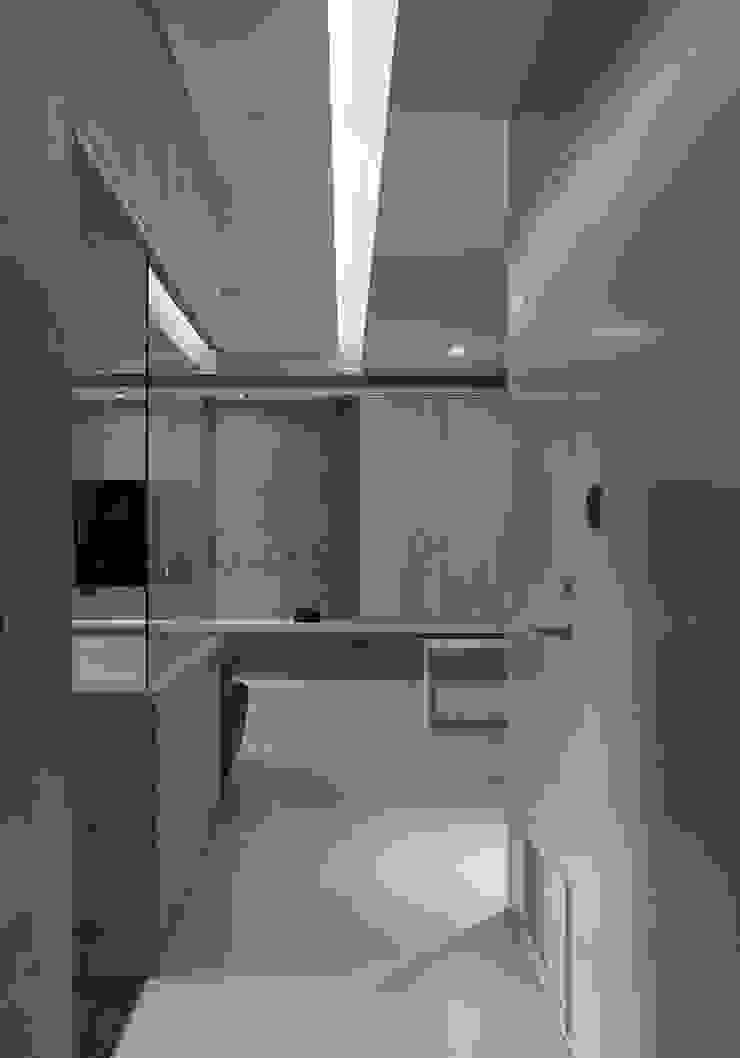ห้องโถงทางเดินและบันไดสมัยใหม่ โดย 形構設計 Morpho-Design โมเดิร์น