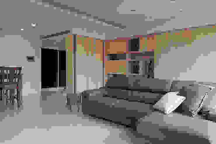 昇陽之道_暖木 现代客厅設計點子、靈感 & 圖片 根據 形構設計 Morpho-Design 現代風