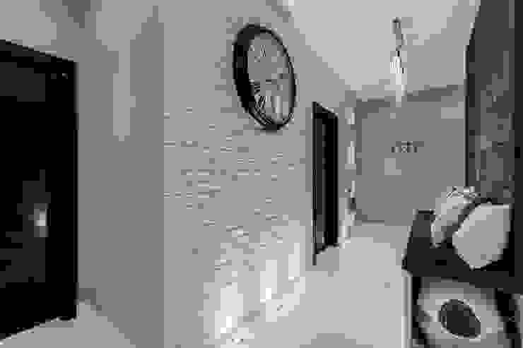 Lux Interiors - projektowanie i aranżacja wnętrz Gdańsk, Gdynia, Sopot Modern corridor, hallway & stairs