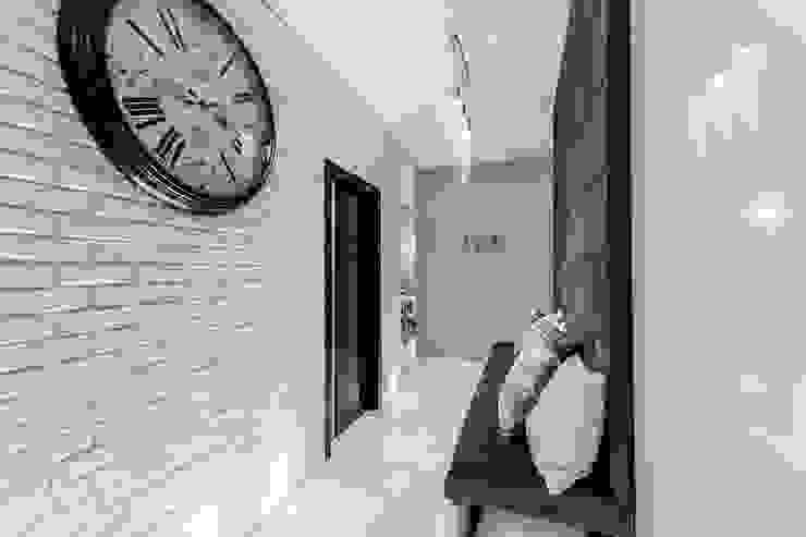 Apartament w Gdyni Nowoczesny korytarz, przedpokój i schody od Lux Interiors - projektowanie i aranżacja wnętrz Gdańsk, Gdynia, Sopot Nowoczesny