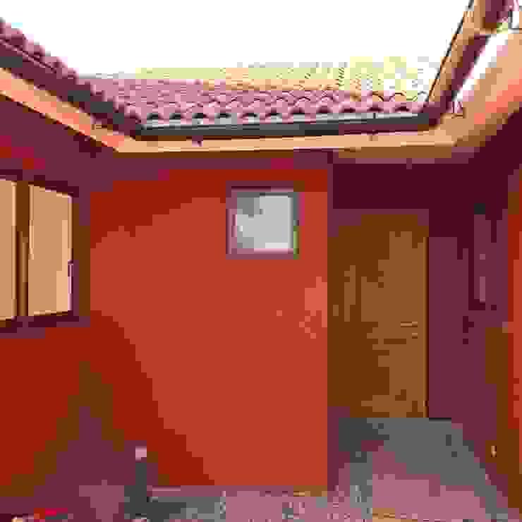 FACHADA TRASERA / SALIDA AL PATIO de Estudio Arquitectura y construccion PR/ Remodelaciones y Diseño de interiores / Santiago, Rancagua y Viña del mar Colonial