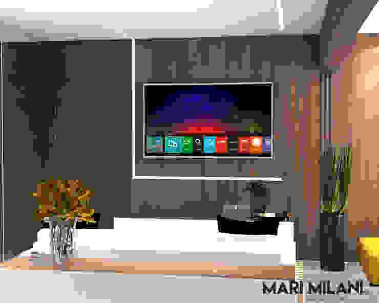 Sala de tv integrada Mari Milani Arquitetura & Interiores Salas multimídia modernas