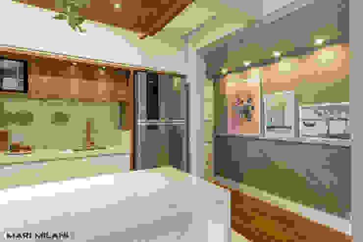 Apartamento pequeno Mooca Corredores, halls e escadas modernos por Mari Milani Arquitetura & Interiores Moderno