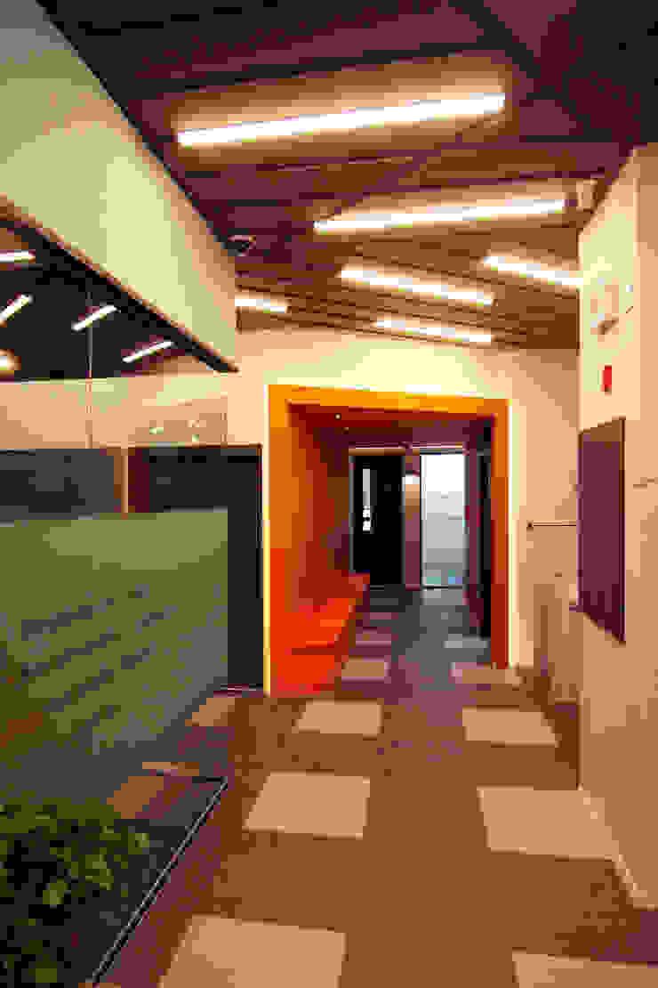 학원인테리어 복도 디자인 - 토마스국제어학원 모던 스타일 학교 by IDA - 아이엘아이 디자인 아틀리에 모던 MDF