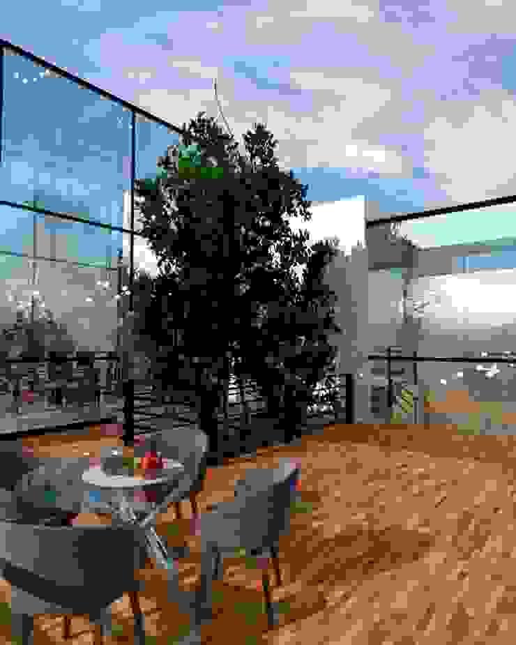 Terraza Balcones y terrazas modernos de Arq. Bruno Agüero Moderno