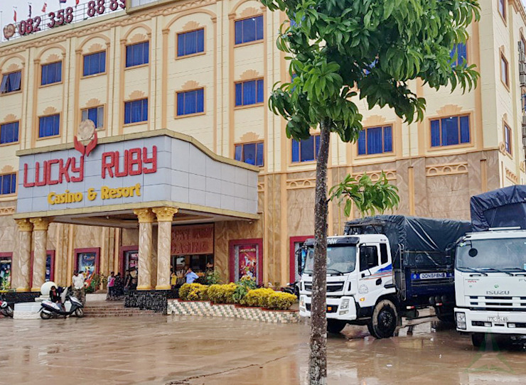 LUCKY RUBY HOTEL & RESORT, CAMPUCHIA. bởi VAN NAM FURNITURE & INTERIOR DECORATION CO., LTD. Hiện đại