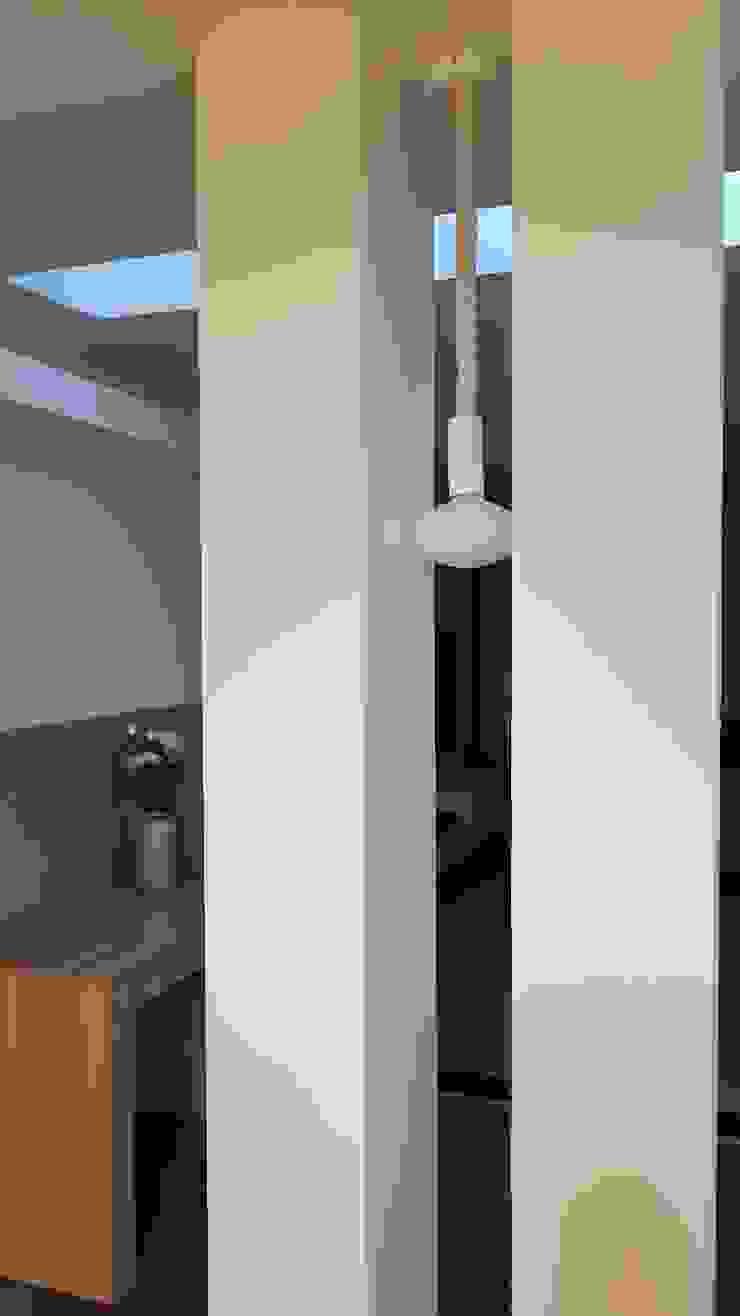 Salas multimedia de estilo ecléctico de Pamela Tranquilli Interior Designer Ecléctico
