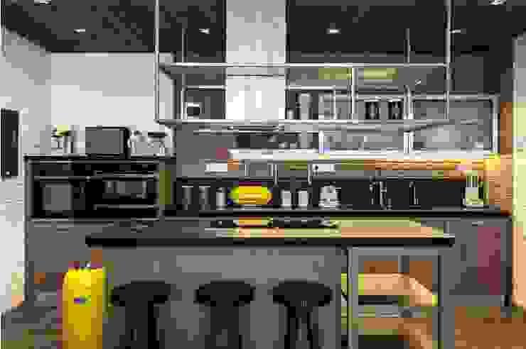 Просто лофт, Москва (реализация проекта) Кухня в стиле лофт от Interior designers Pavel and Svetlana Alekseeva Лофт