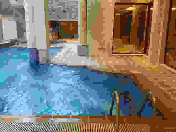 المسبح بالبدروم مع الاطلالة الساحة من smarthome حداثي