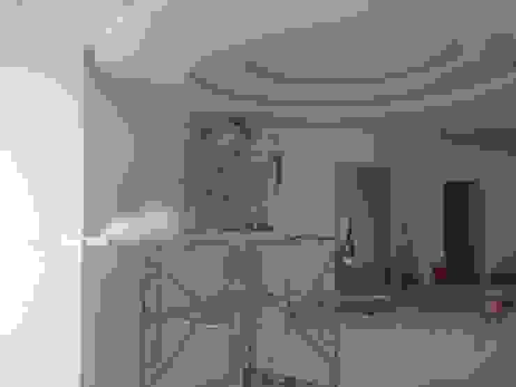 الاعمال التنفيذية بالفيلا للاسقف الممر الحديث، المدخل و الدرج من smarthome حداثي