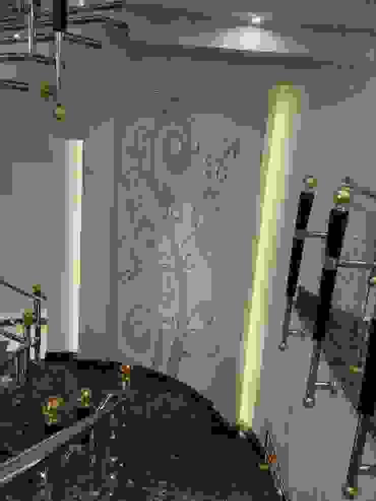لوحة فنية تتوسط الدرج الداخلى: حديث  تنفيذ smarthome, حداثي