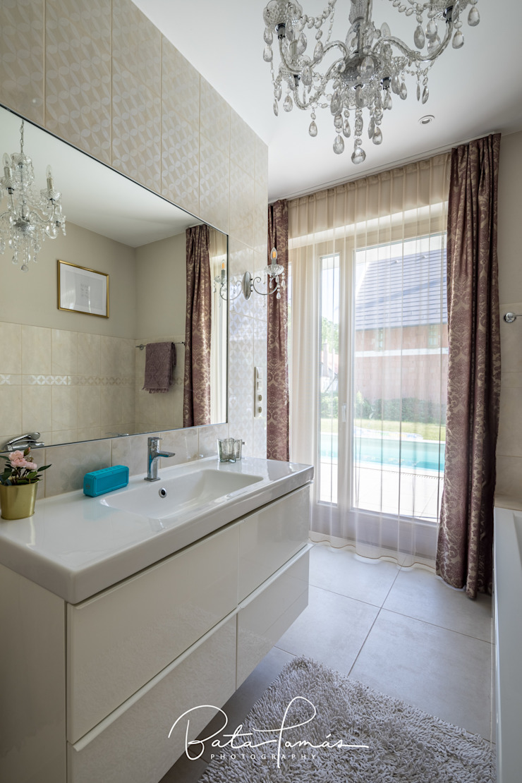 Minimalist style bathroom by Bata Tamas Photography Minimalist