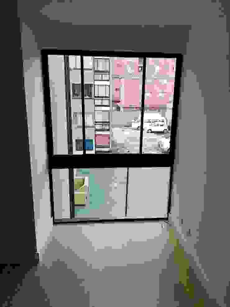 Construcción: Remodelaciones, adecuaciones locativas y obras menores, incluido el diseño, presupuesto y supervision Puertas y ventanas de estilo moderno de Julian Defrancisco Arquitectura Moderno Aluminio/Cinc