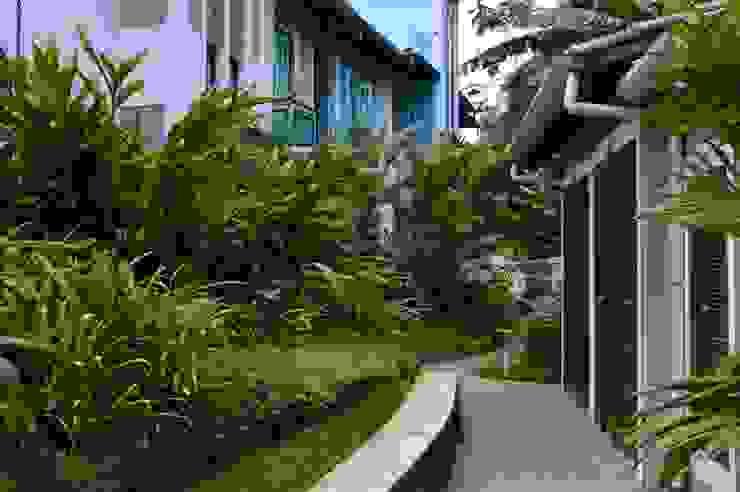 RIVIERA DE SÃO LOURENÇO Jardins tropicais por Mazorra Studio Tropical