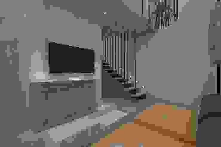 Minimalist garage/shed by Nuno Ladeiro, Arquitetura e Design Minimalist