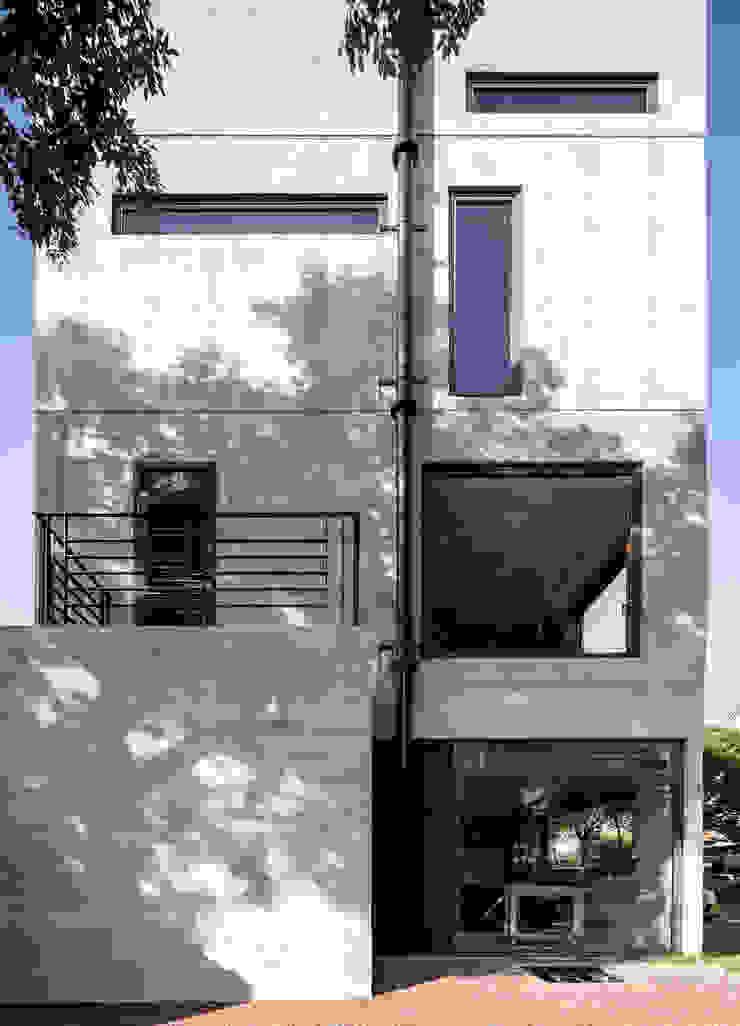 木耳生活藝術-建築暨室內設計/蒸氣少年與蛻變中的一幢房 現代房屋設計點子、靈感 & 圖片 根據 木耳生活藝術 現代風 水泥