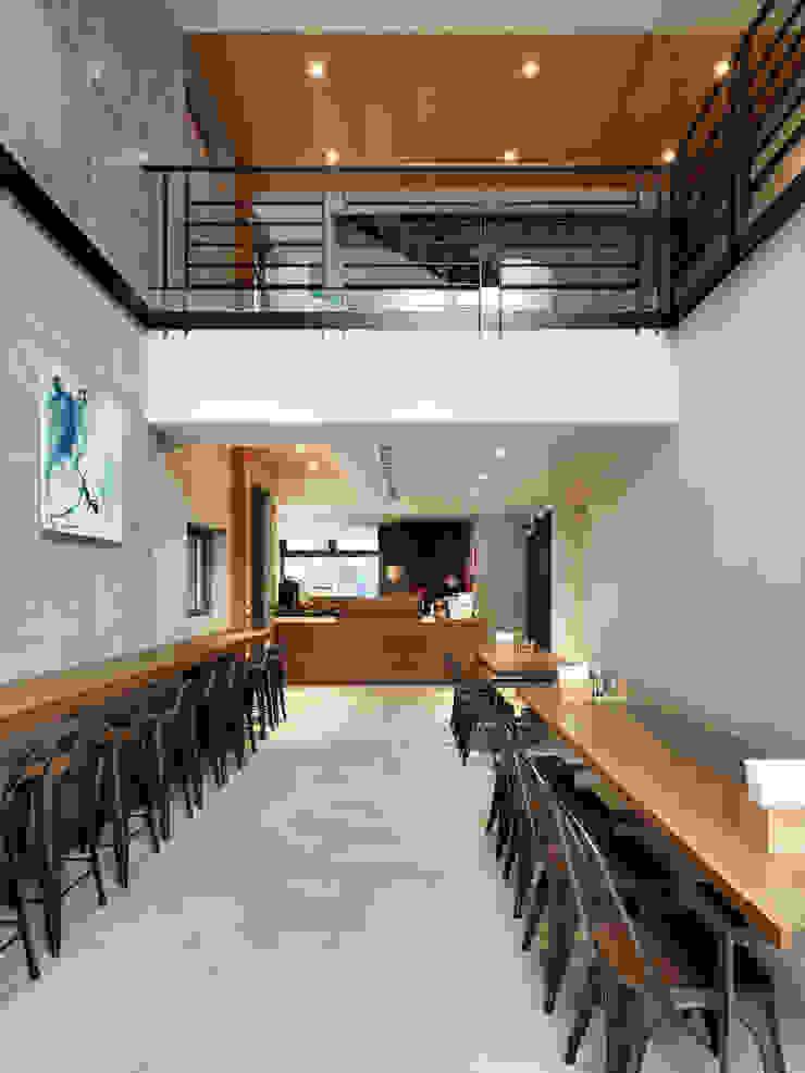 木耳生活藝術-建築暨室內設計/蒸氣少年與蛻變中的一幢房 根據 木耳生活藝術 現代風 實木 Multicolored