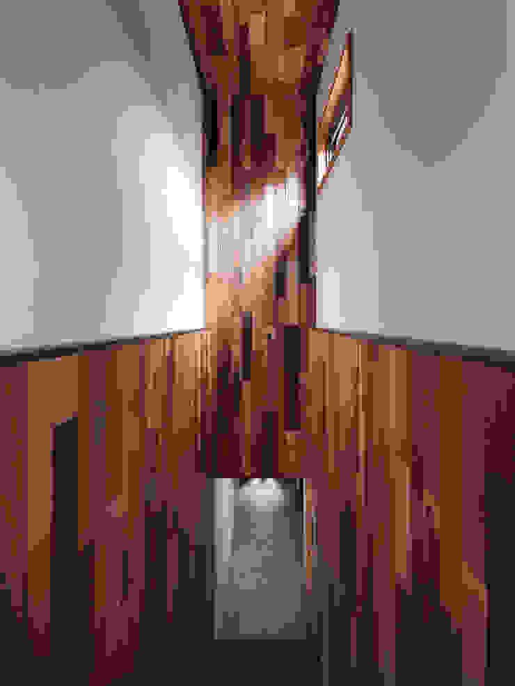 木耳生活藝術-建築暨室內設計/蒸氣少年與蛻變中的一幢房 根據 木耳生活藝術 簡約風 實木 Multicolored